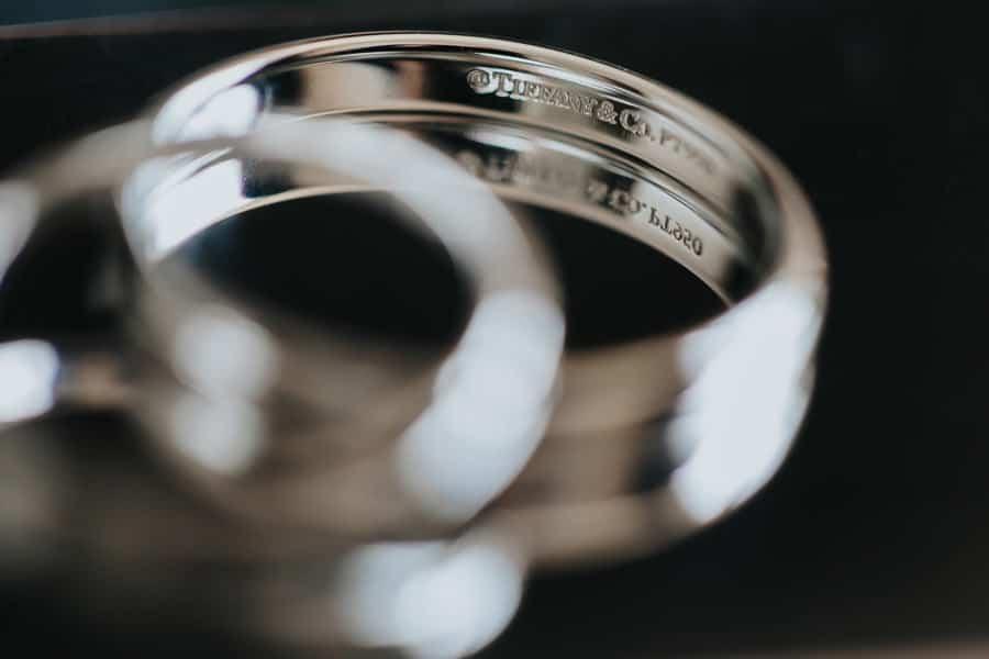 pałac czosnowskich opypy, wesele w pałacu czosnowskich, ślub w stylu śniadanie u Tiffaniego, obrączki