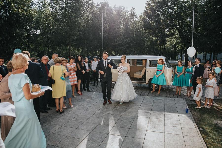 pałac czosnowskich opypy, wesele w pałacu czosnowskich, ślub w stylu śniadanie u Tiffaniego, volkswagen t2, bulik