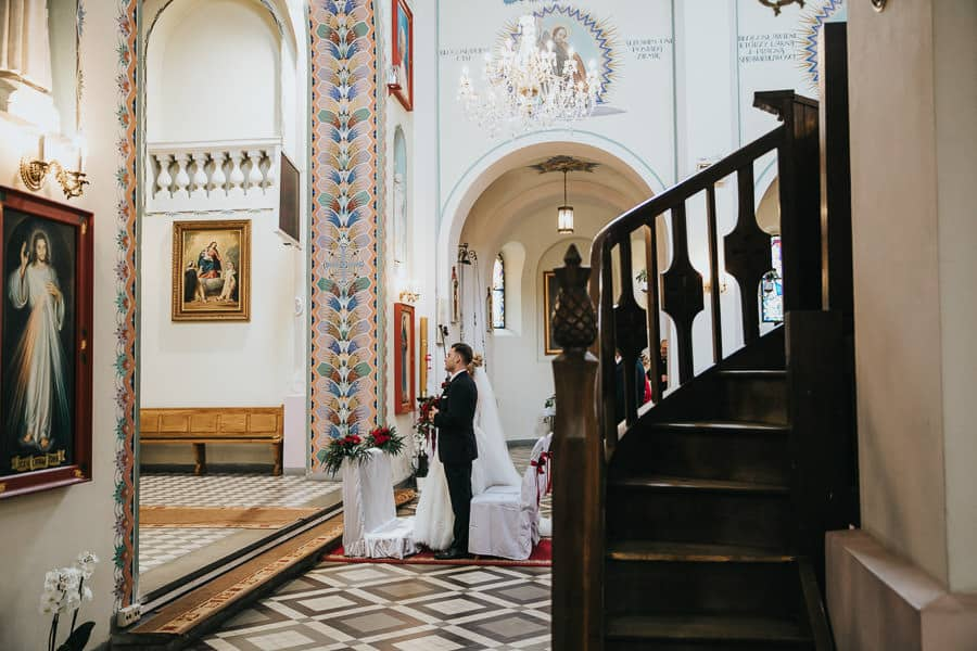 kościół kroczewo,wesele w miętowych wzgórzach, bordowo-złote wesele, miętowe wzgórza ślub w stylu glamour