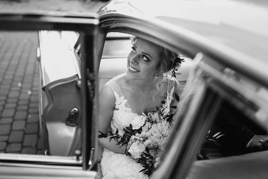 wesele w hotelu mansor, sala glamour, sala weselna ząbki, Pontiac Catalina z 1960 roku