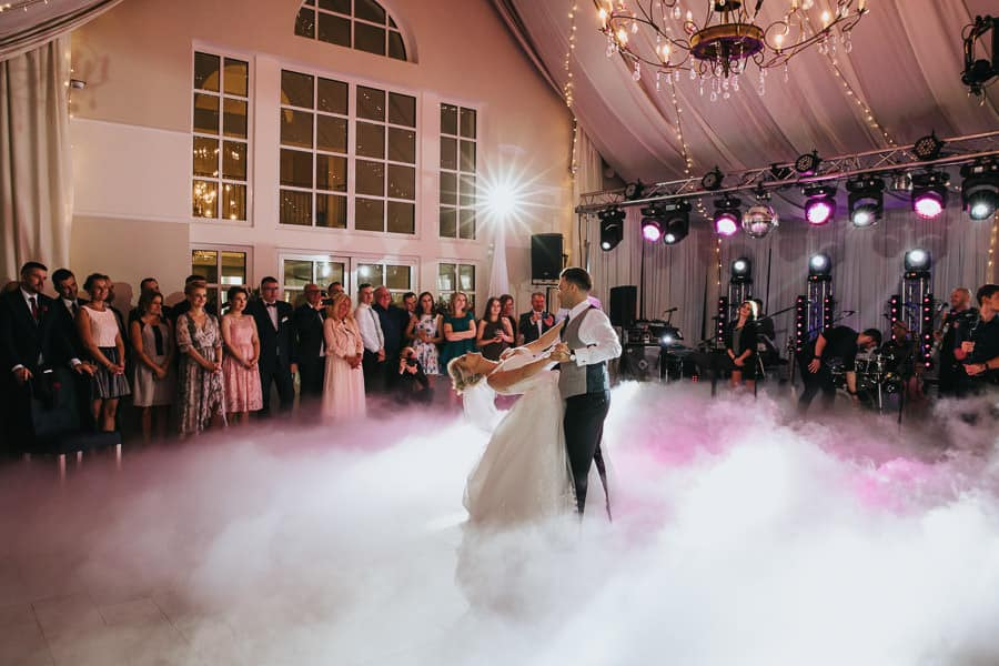 wesele w miętowych wzgórzach, bordowo-złote wesele, miętowe wzgórza ślub w stylu glamour