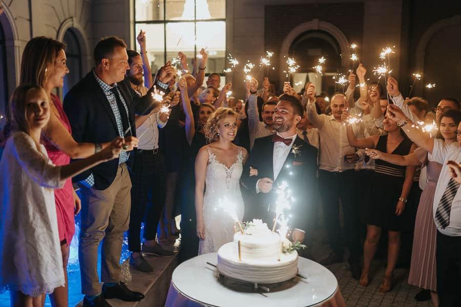 wesele w hotelu mansor, sala glamour, sala weselna ząbki, tort weselny