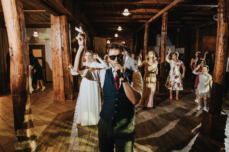 wesele wierzbowe ranczo, oranżeria, rustykalny ślub, panowie od muzyki