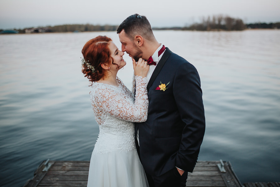 wesele klub mila zegrzynek, marynistyczne wesele, sesja nad jeziorem, pomost