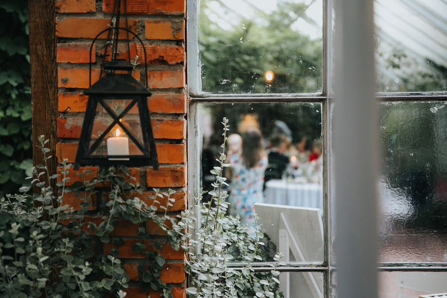 wesele w starej oranżerii, stara oranżeria mroków, wesele w szklarnii, rustykalny ślub w oranżerii