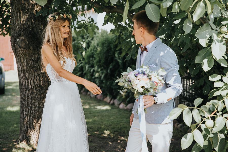 rustykalne-wesele-w-stodole-celinka-wilczkiewicz-00038 37