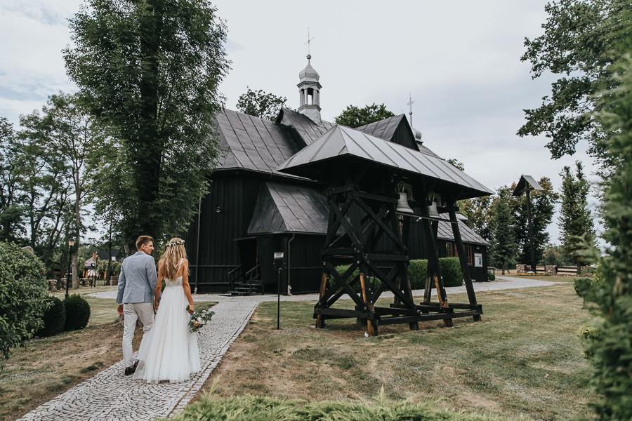 rustykalne-wesele-w-stodole-celinka-wilczkiewicz-00061 60