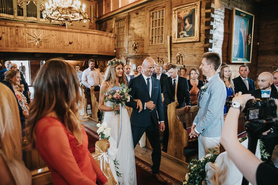 rustykalne-wesele-w-stodole-celinka-wilczkiewicz-00063 62