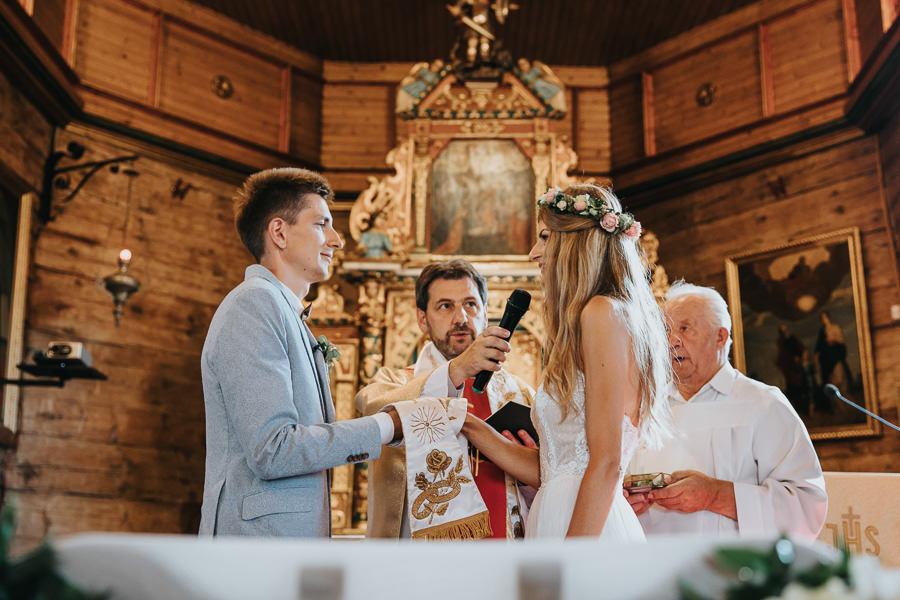 rustykalne-wesele-w-stodole-celinka-wilczkiewicz-00072 71