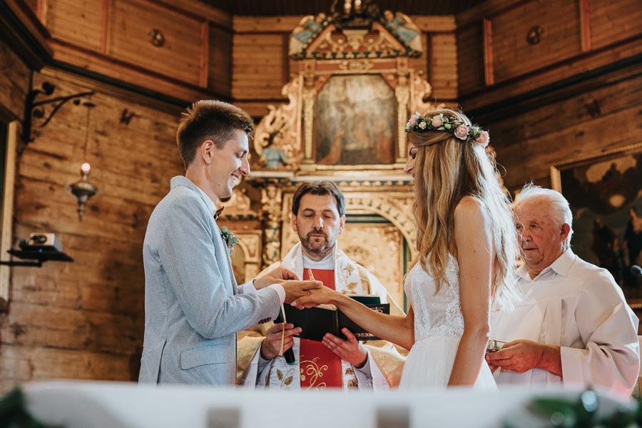 rustykalne-wesele-w-stodole-celinka-wilczkiewicz-00075 74
