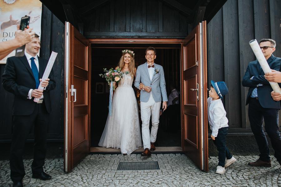 rustykalne-wesele-w-stodole-celinka-wilczkiewicz-00086 85