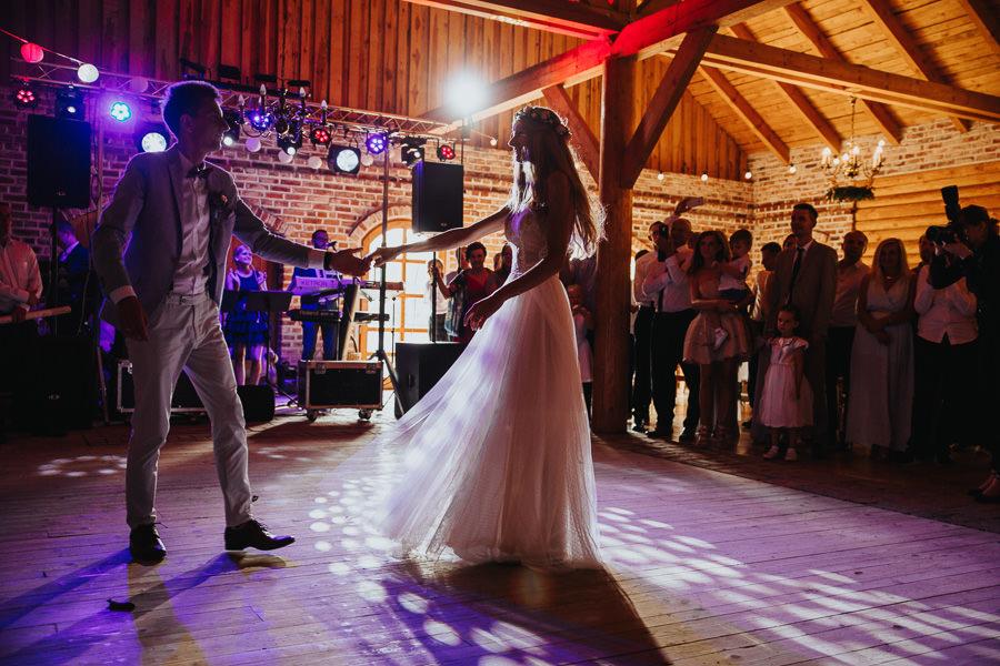 rustykalne-wesele-w-stodole-celinka-wilczkiewicz-00113 112