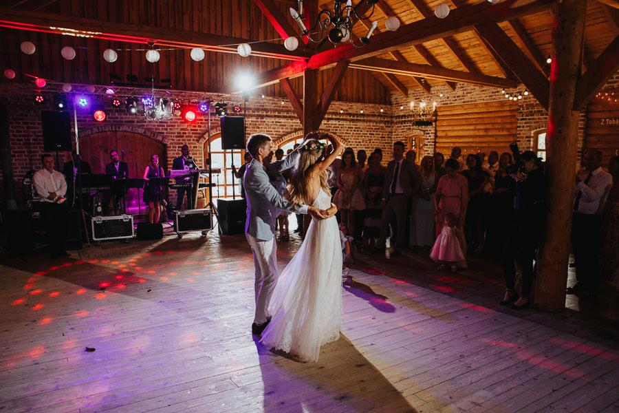 rustykalne-wesele-w-stodole-celinka-wilczkiewicz-00114 113