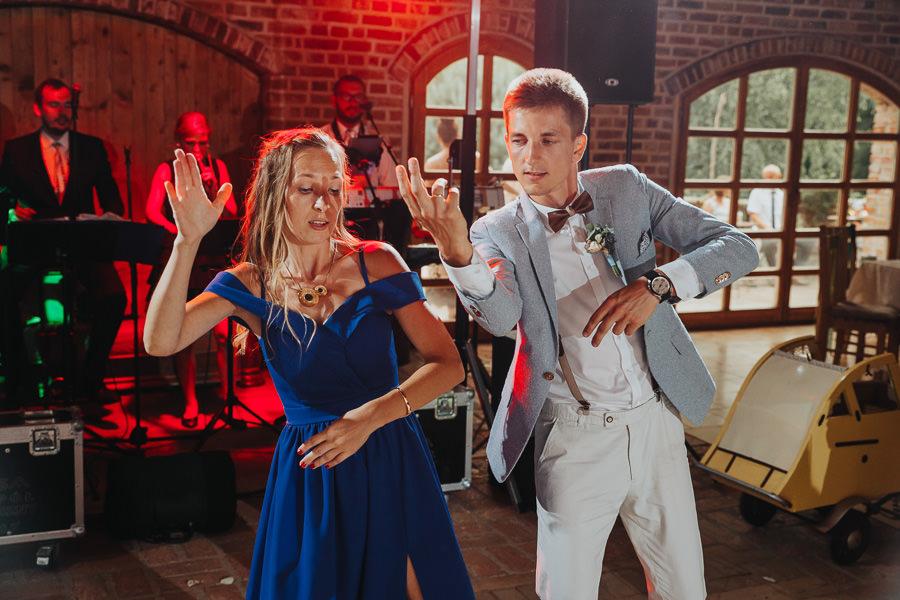rustykalne-wesele-w-stodole-celinka-wilczkiewicz-00144 143