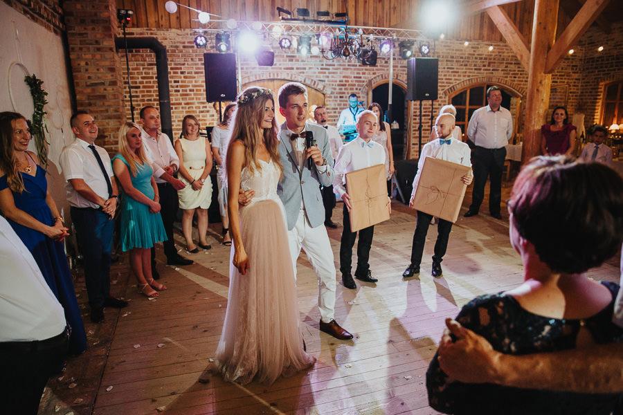 rustykalne-wesele-w-stodole-celinka-wilczkiewicz-00157 156