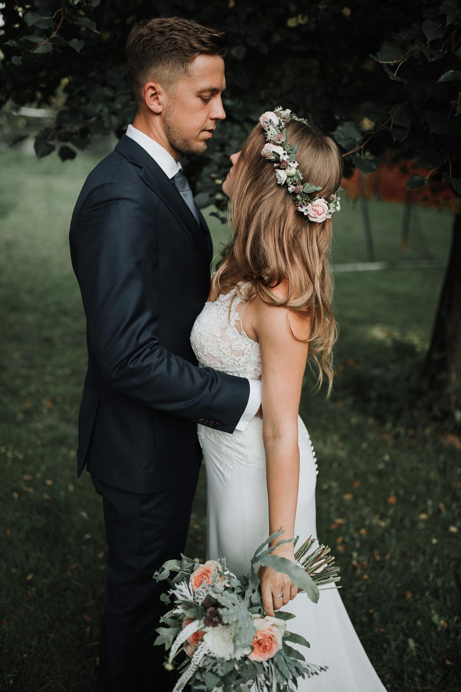 Sesja ślubna w stodole i szklarni 228