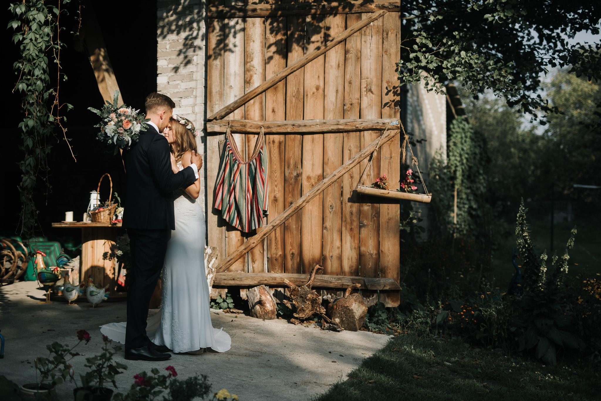 Sesja ślubna w stodole i szklarni 224
