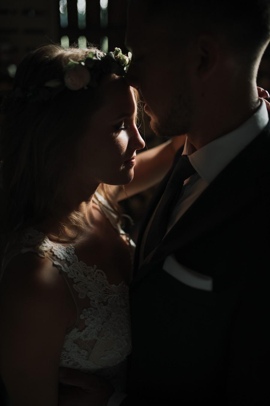 Sesja ślubna w stodole i szklarni 233