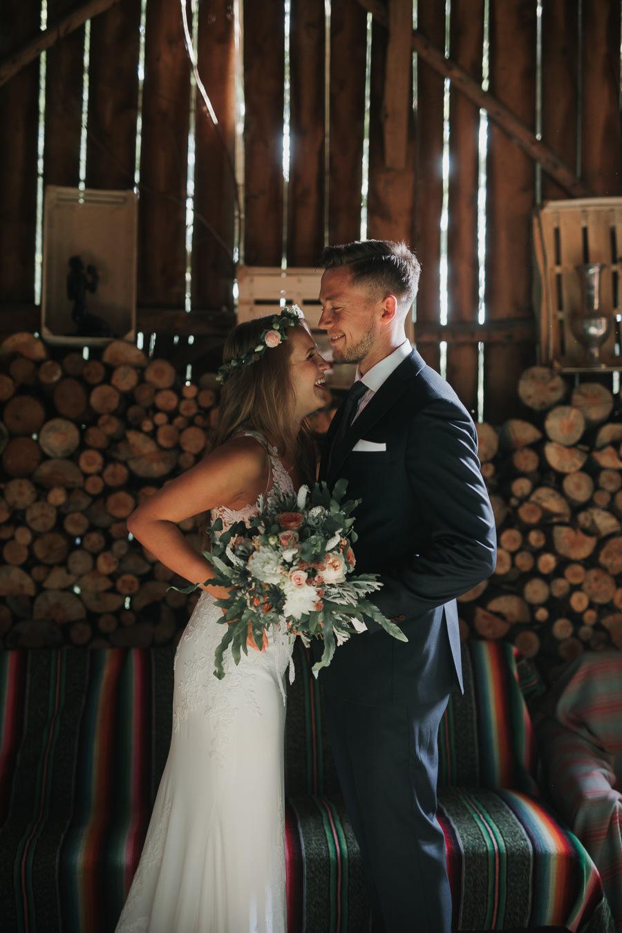 Sesja ślubna w stodole i szklarni 232