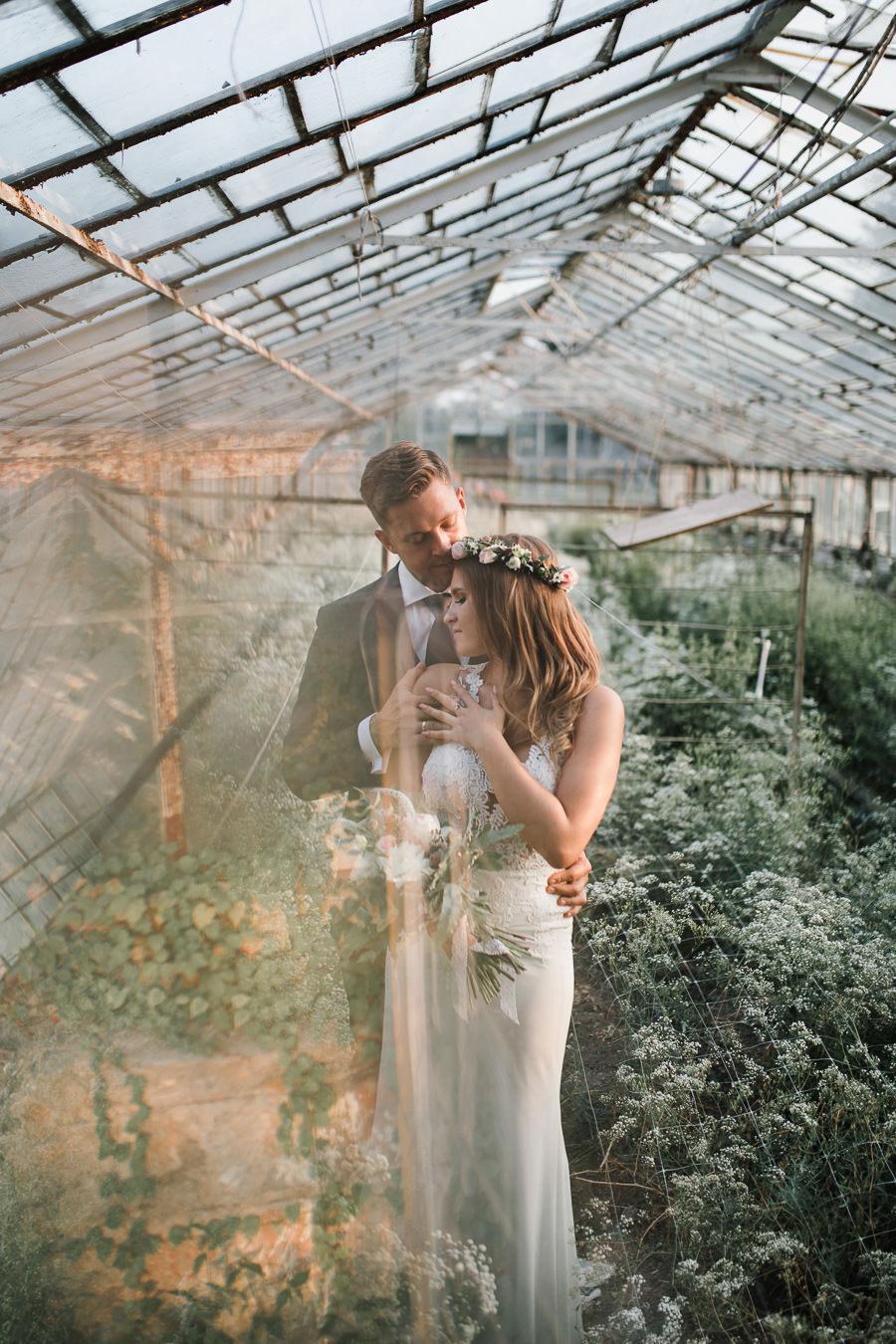 Sesja ślubna w stodole i szklarni 241