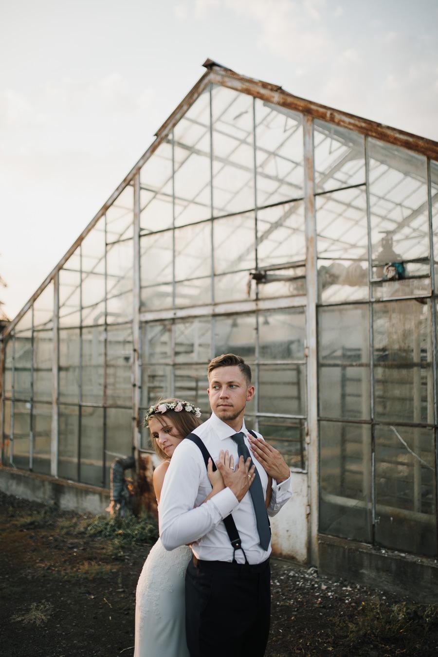 Sesja ślubna w stodole i szklarni 237