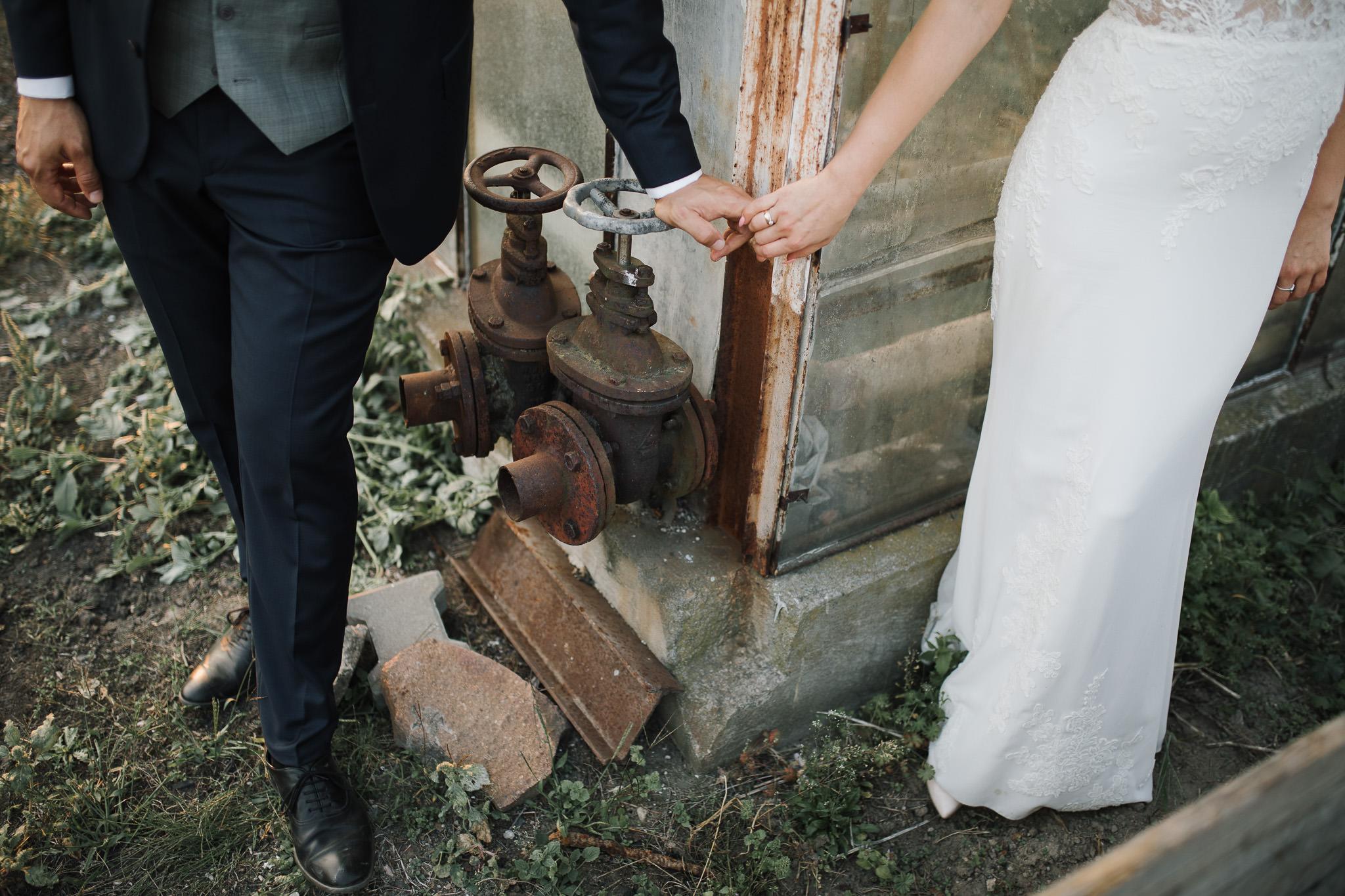 Sesja ślubna w stodole i szklarni 238