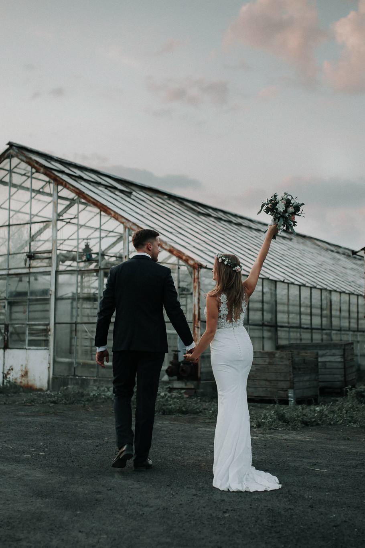 Sesja ślubna w stodole i szklarni 4