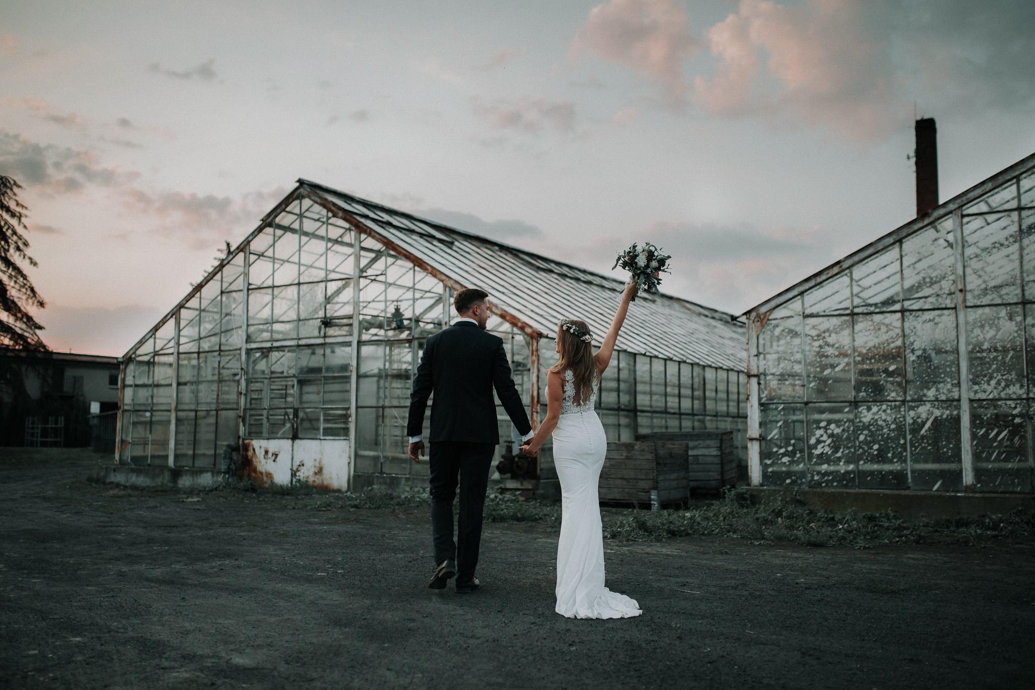 Sesja ślubna w stodole i szklarni 153