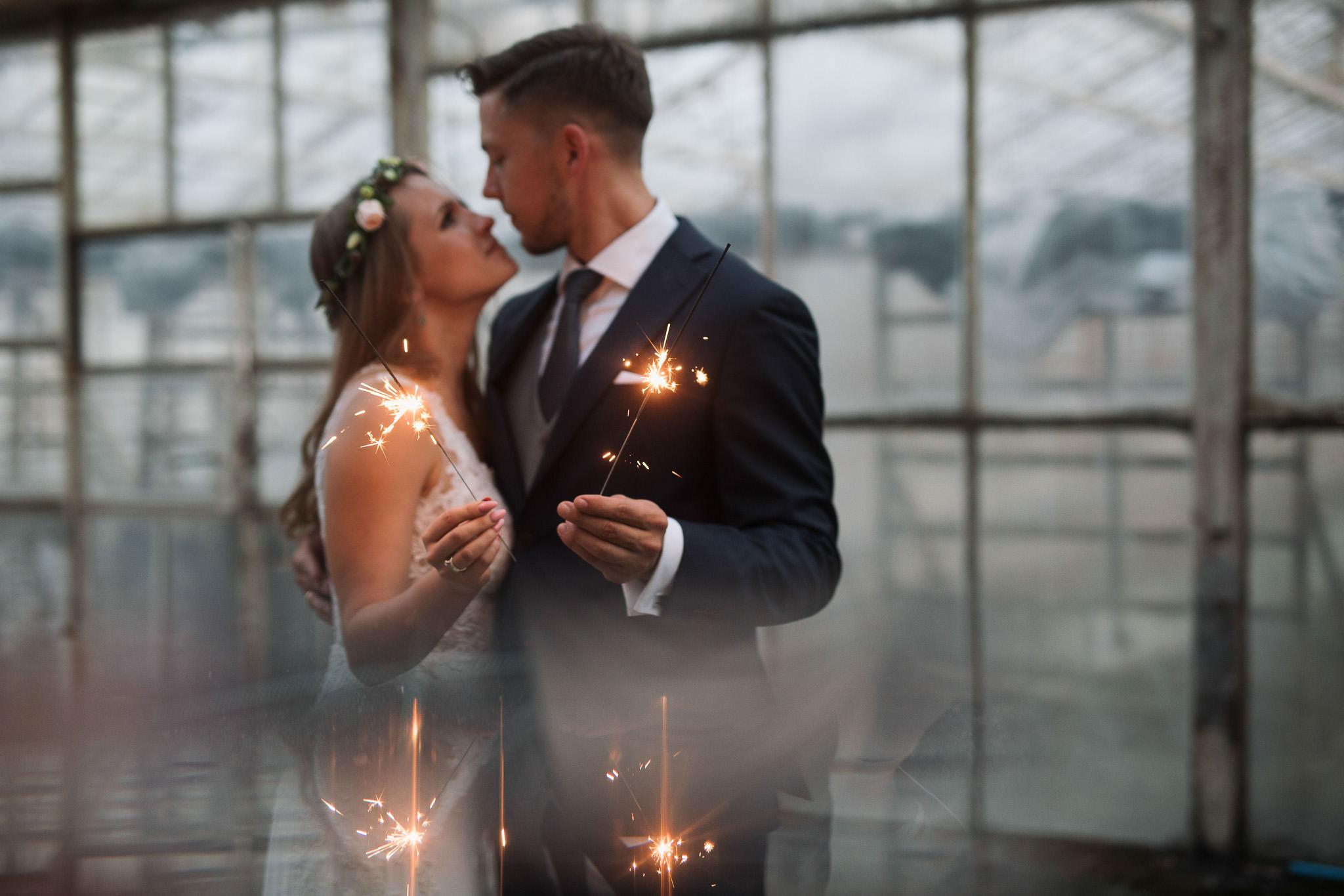Sesja ślubna w stodole i szklarni 250