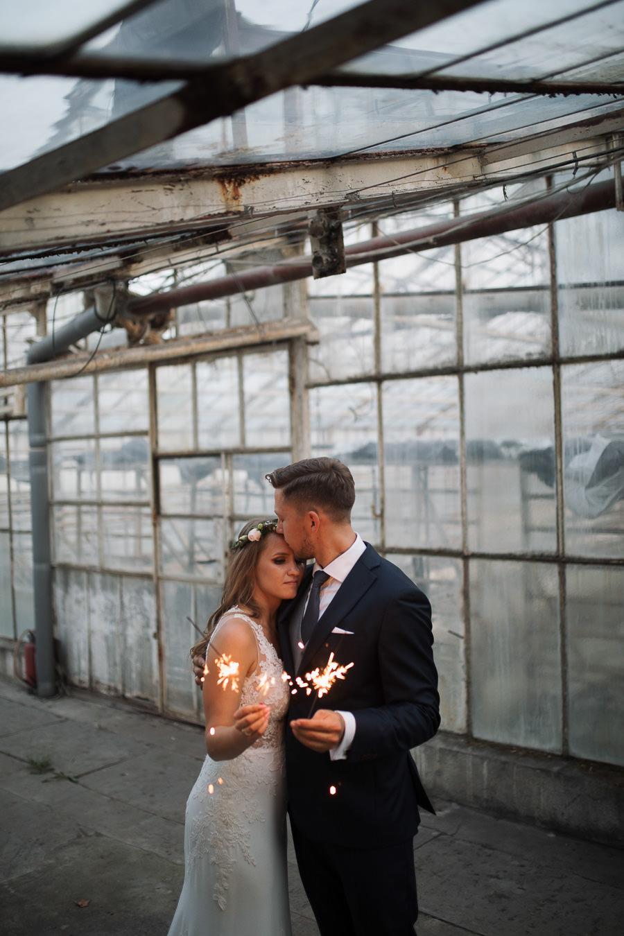 Sesja ślubna w stodole i szklarni 249