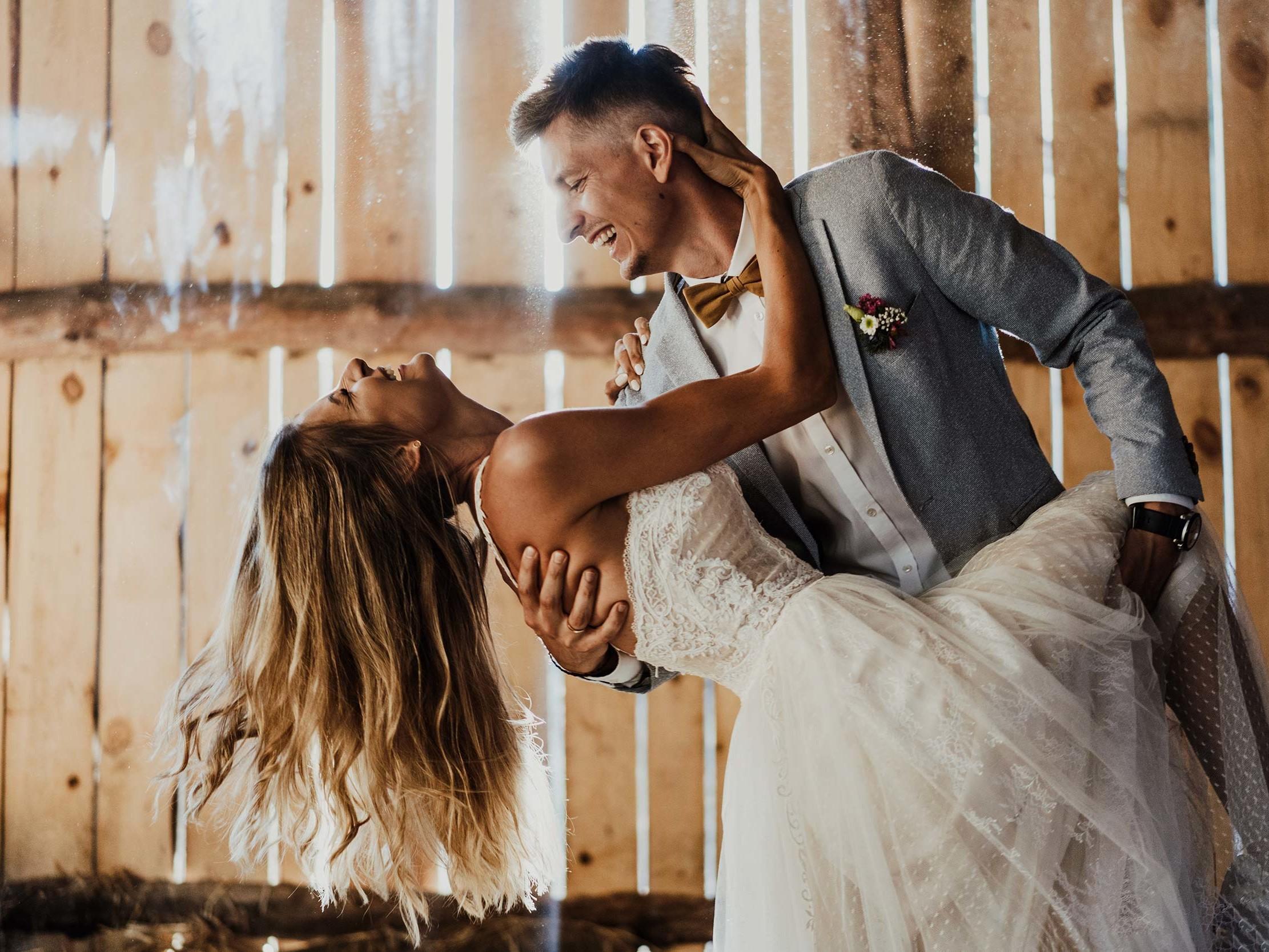 Sesja ślubna w stodole 10
