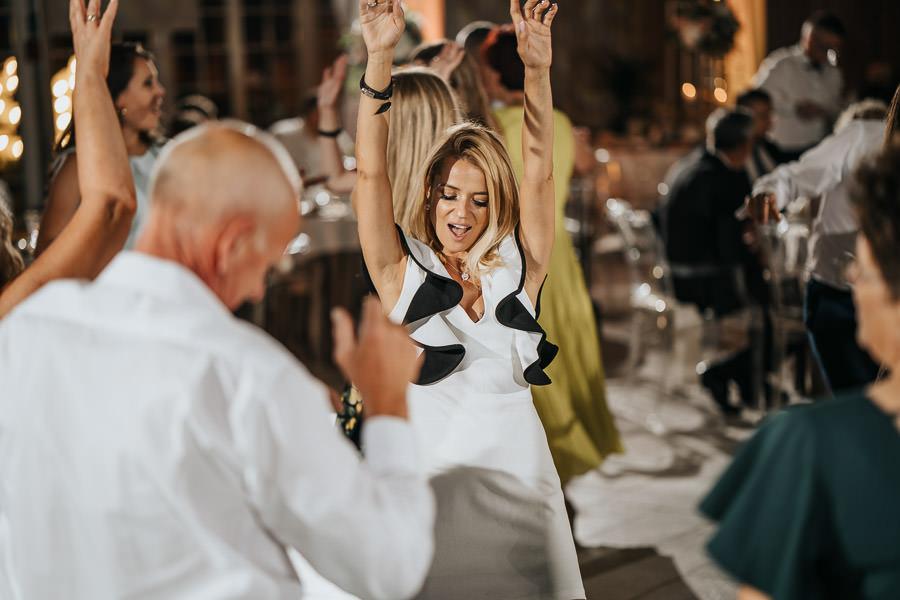 00141-wesele-mietowe-wzgorza-trebki-nowe-fotograf-900px 142
