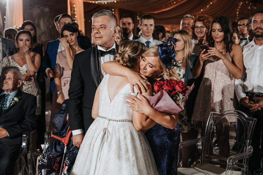 00153-wesele-mietowe-wzgorza-trebki-nowe-fotograf-900px 154